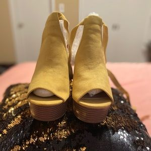 Tie up wedges NIB
